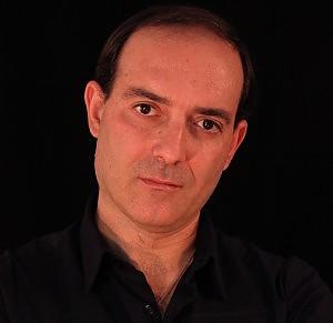Lo scrittore Massimo Maugeri