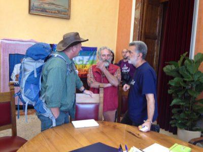 Il sindaco di Messina, Renato Accorinti, riceve i Compagni di Cammino