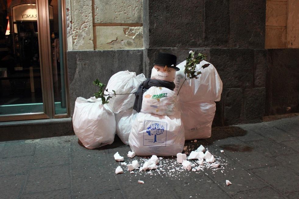 Nella foto l'opera di VladyArt PuPazzo trash