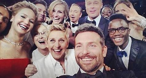 Il selfie più celebre della scorsa stagione. Vip in attesa degli Oscar si fanno un selfie