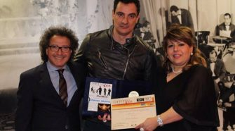 Foto da sinistra Franco Morgia, Graziano Lobianco e Roberta Mazzullo (star production che ha selezionato le migliori voci emergenti siciliane)