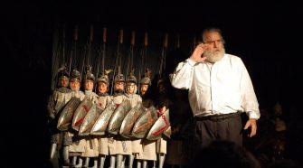 Nella foto una scena dello spettacolo di Mimmo Cuticchio con i pupi siciliani