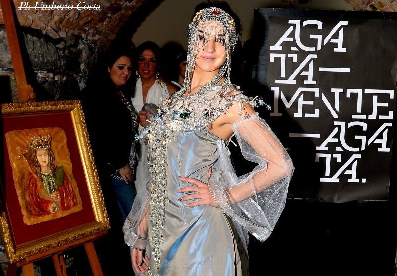 Un'immagine degli abiti esposti nella mostra dedicata a sant'Agata