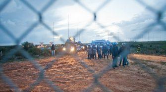 Polizia in tenuta antisommossa al Muos di Niscemi. Foto di Andrea Scarfò