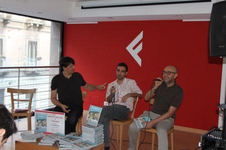 Baronciani e Colapesce durante la presentazione moderata da Gianluca Runza
