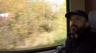 Fabrizio Gatti nei panni di Bilal sul treno in Germania (foto di Fabrizio Gatti)