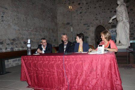 Lo scrittore Alessandro Sofia durante la presentazione del libro.