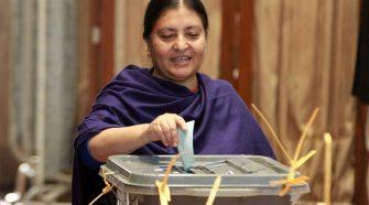 Bidhya Bhandari donne al potere