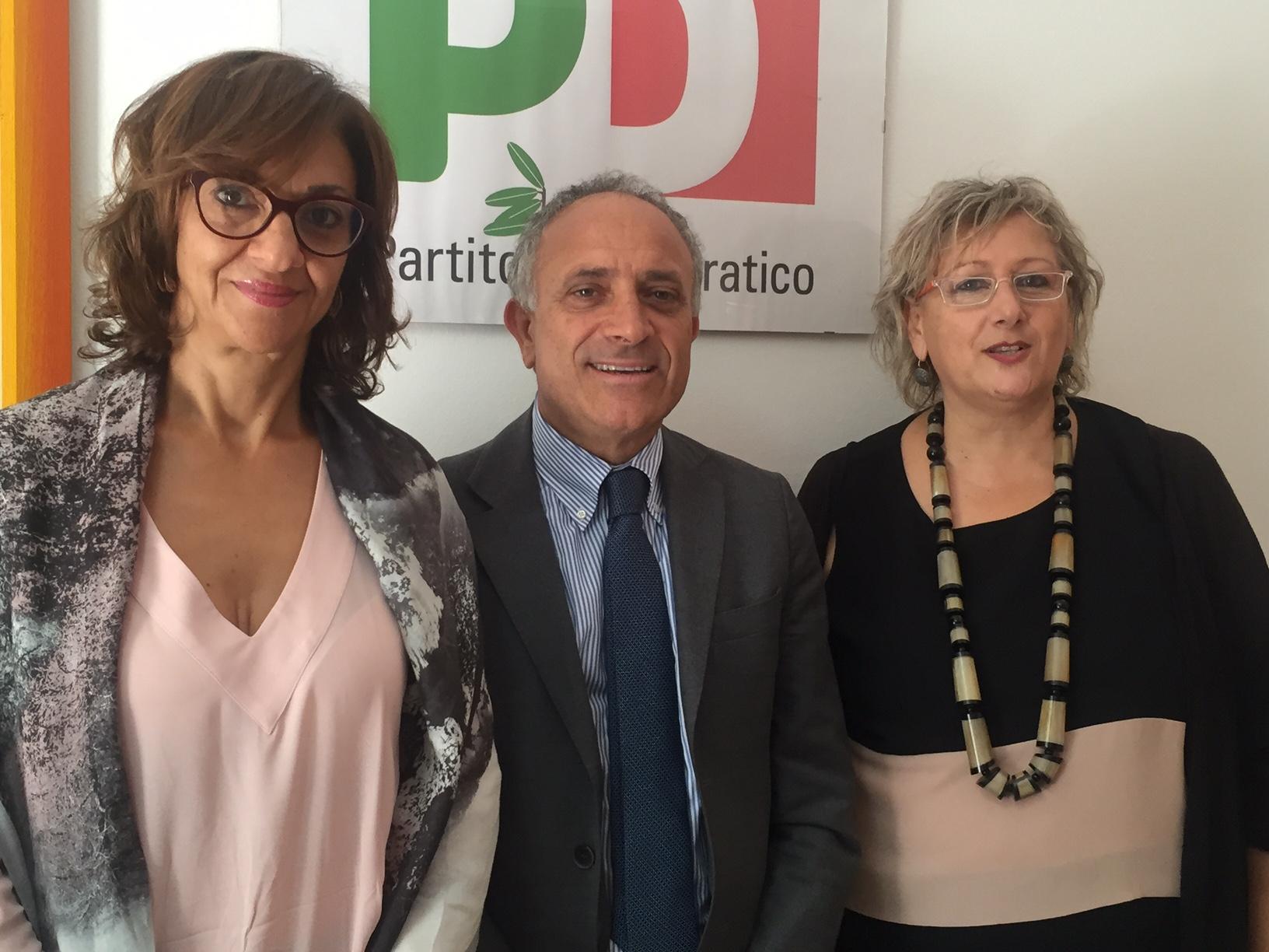 Nella foto da sinsitra Concetta Raia, Angelo Villari e Luisa Albanella presentano ddl sprechi alimentari