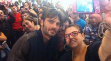 Giulio Berruti e il selfie con le fan