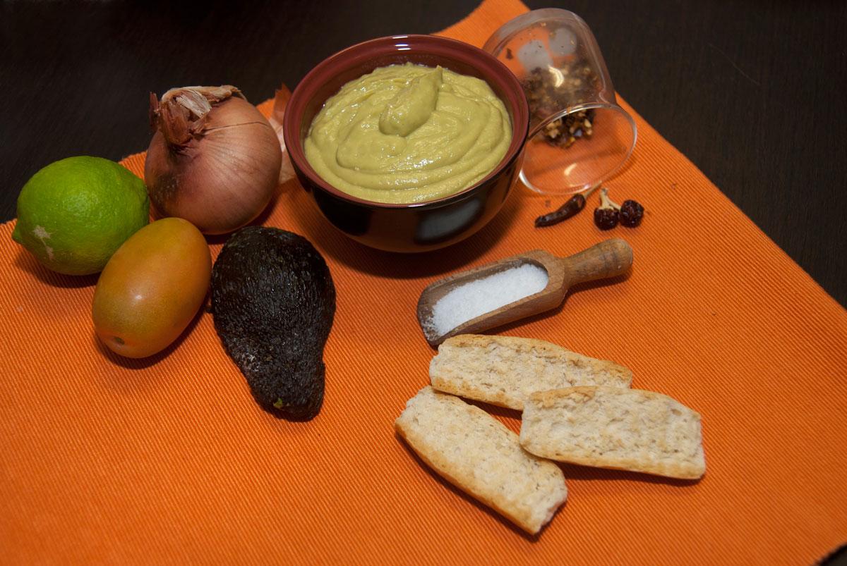 Gli ingredienti per la salsa Guacamole. Foto Brunella Bonaccorsi