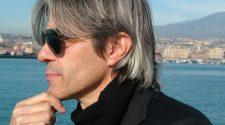 Nella foto il cantante Luca Madonia discoring
