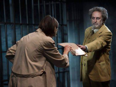 Angelo Tosto e di spalle Anna Foglietta nel ruolo di Alda Merini