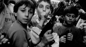 Festa del giorno dei morti. I bambini giocano con le armi Palermo, 1986 Courtesy Letizia Battaglia