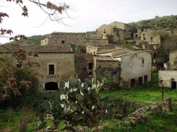 Paesi fantasma in sicilia tra fascino e desolazione for Fantasmi nelle case