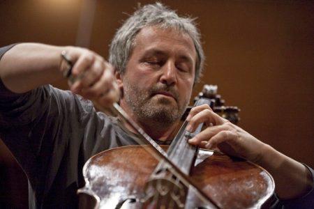 Il violoncellista Mario Brunello