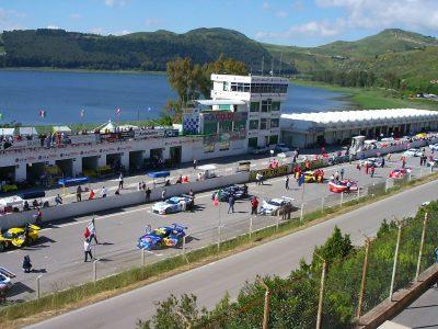 L'Autodromo di pergusa, alle spalle il lago.