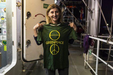 Il sindaco di Lampedusa Giusi Nicolini con la maglietta di Greenpeace