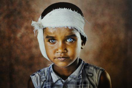 Steve McCurry a Napoli: il maestro della fotografia esposto al PAN