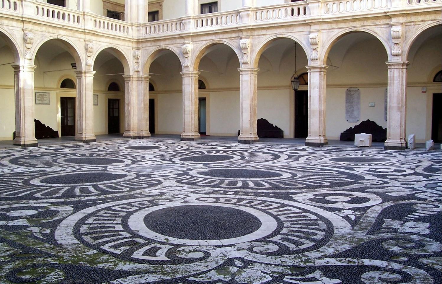Palazzo centrale Cortile porte aperte unict