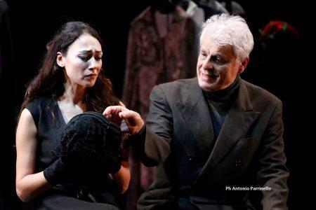 Dajana Roncione e Michele Placido in scena (foto di Antonio Parrinello)
