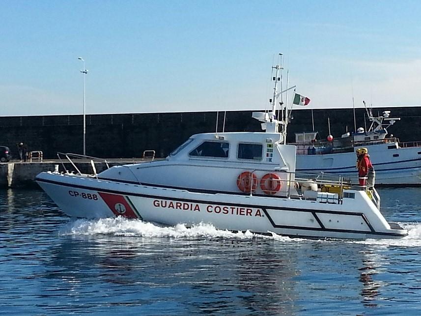 La Guardia Costiera salva un bagnante a san Giovanni Li Cuti