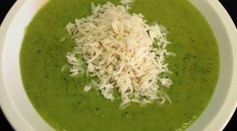 riso a vapore su vellutata di zucchine